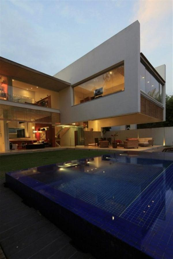 Contemporary Home Swimming Pool