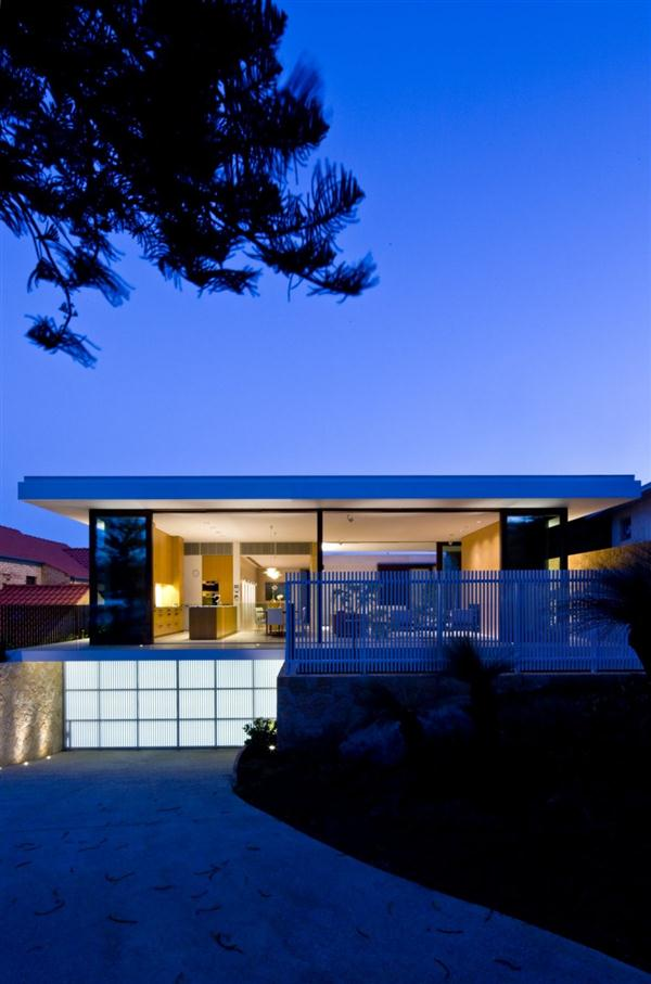 Modern Beach Home Design Roof