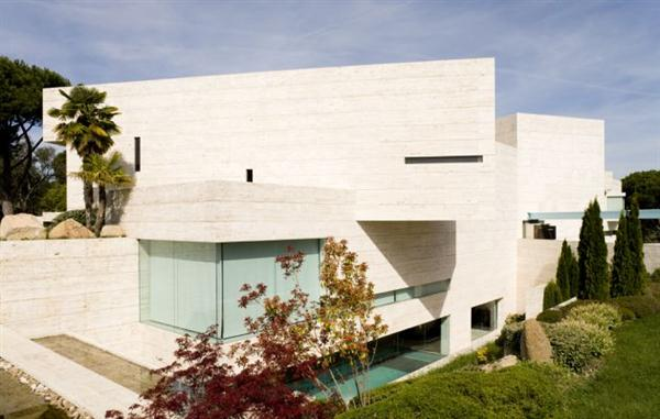 Luxury modern spanish house in pozuelo de alarc n by a for Modern spanish style homes