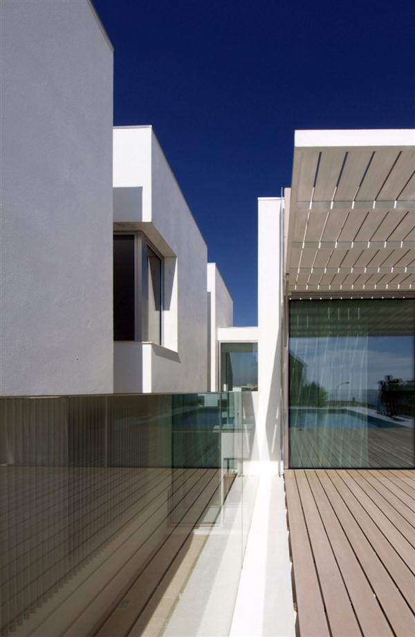 Open Canopy White Concrete House