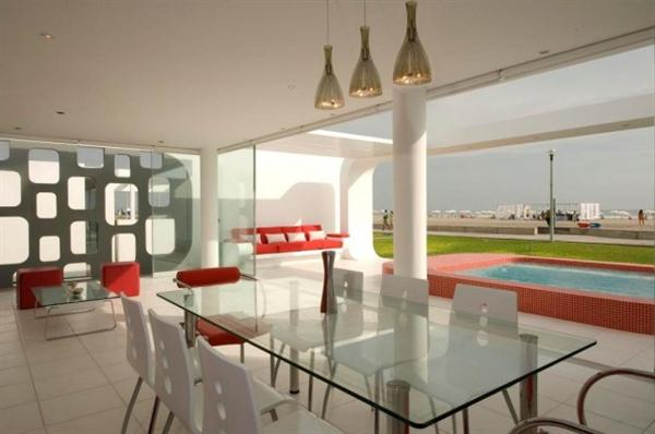 Ultra Modern House Dining Room
